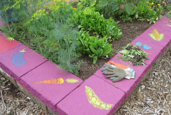2010 - Fairmont colorful raised bed and gloves